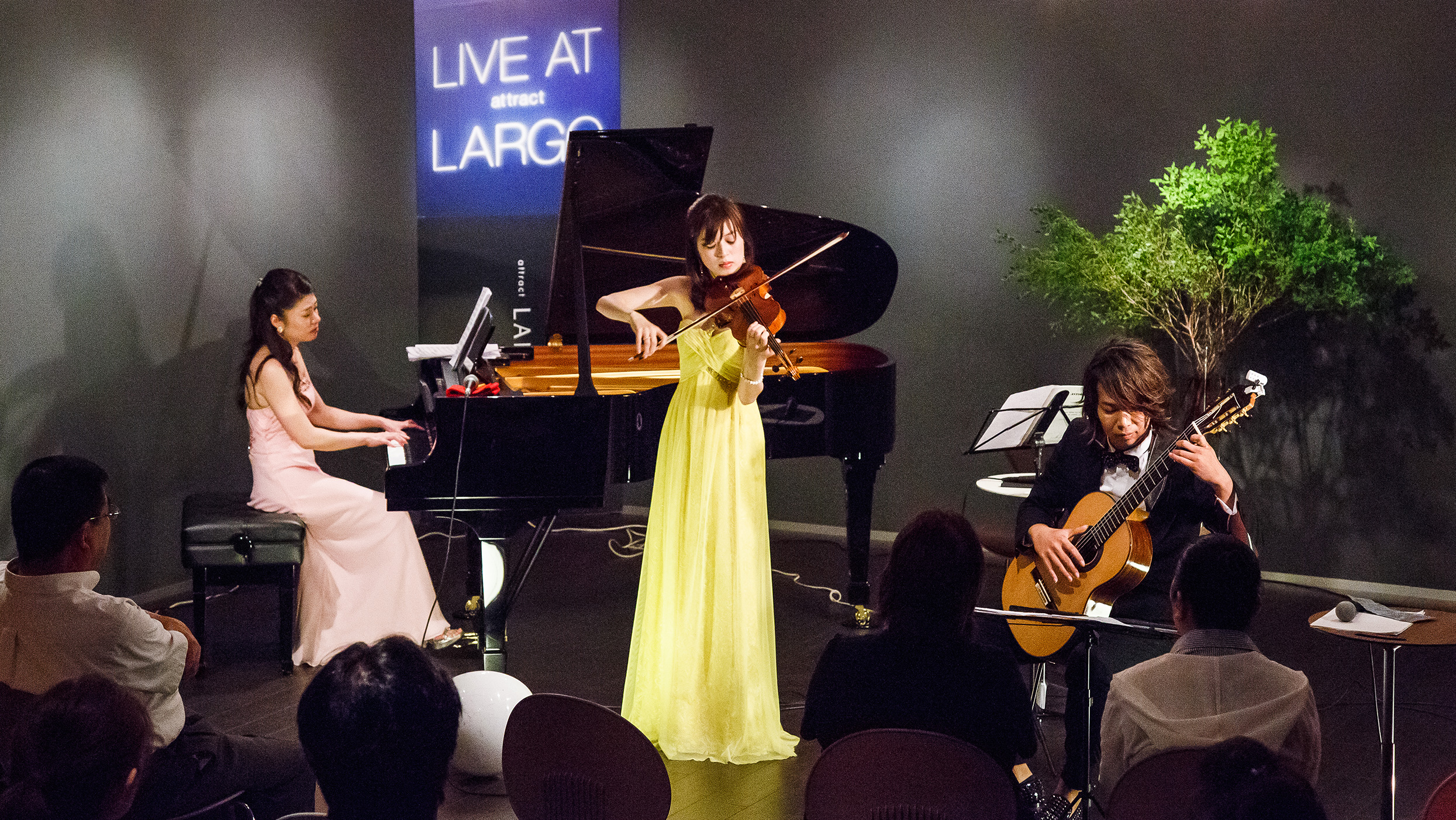 LIVE at attract LARGO(ライブ at アトラクト ラルゴ)
