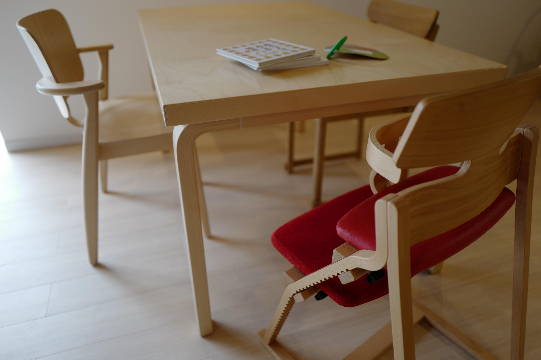 北欧の名作家具とも相性ぴったり「子供の姿勢を守る椅子-豊橋木工のアップライト」