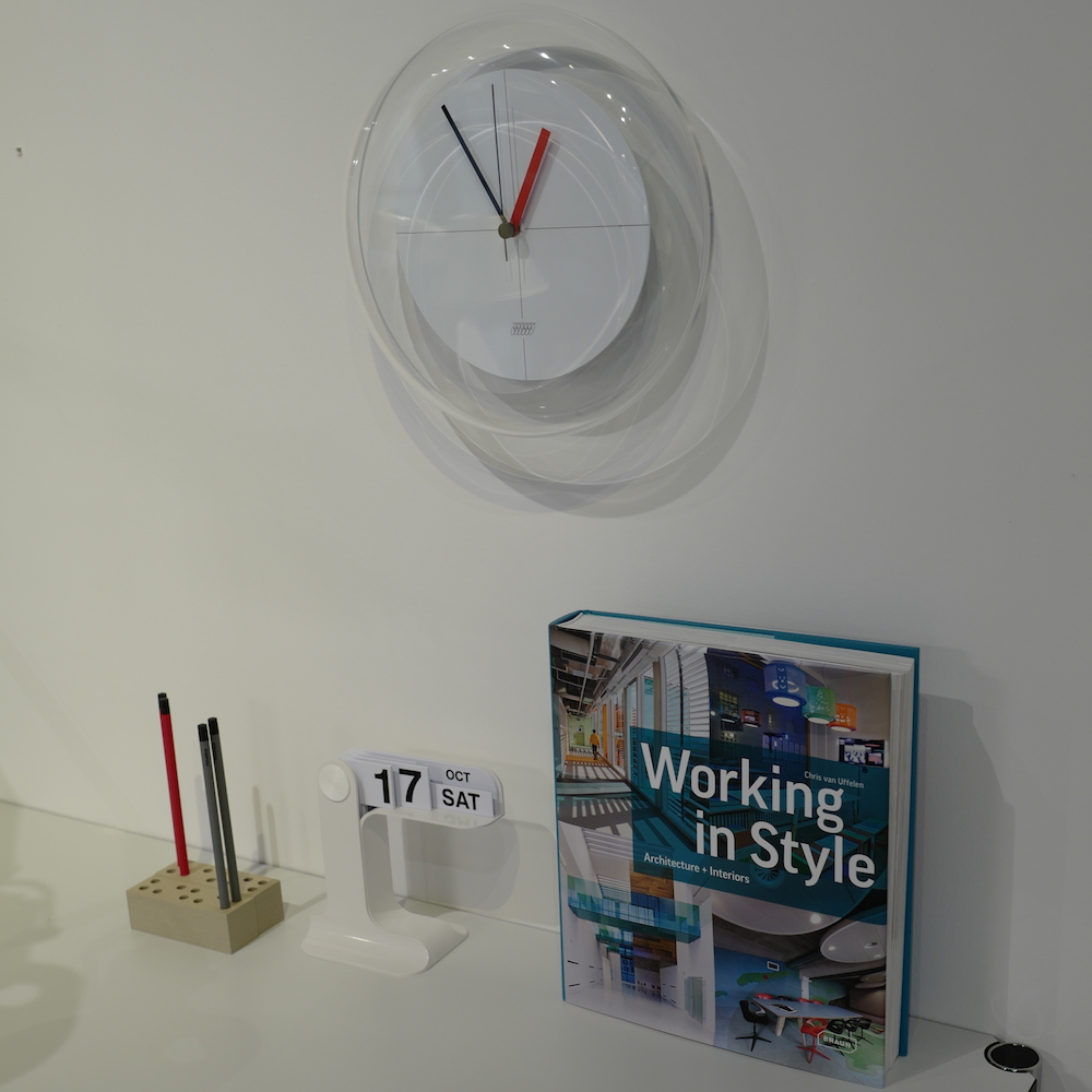 倉俣史郎の名作「風船」を含む一連の時計が11月1日より大幅な値上げとなります
