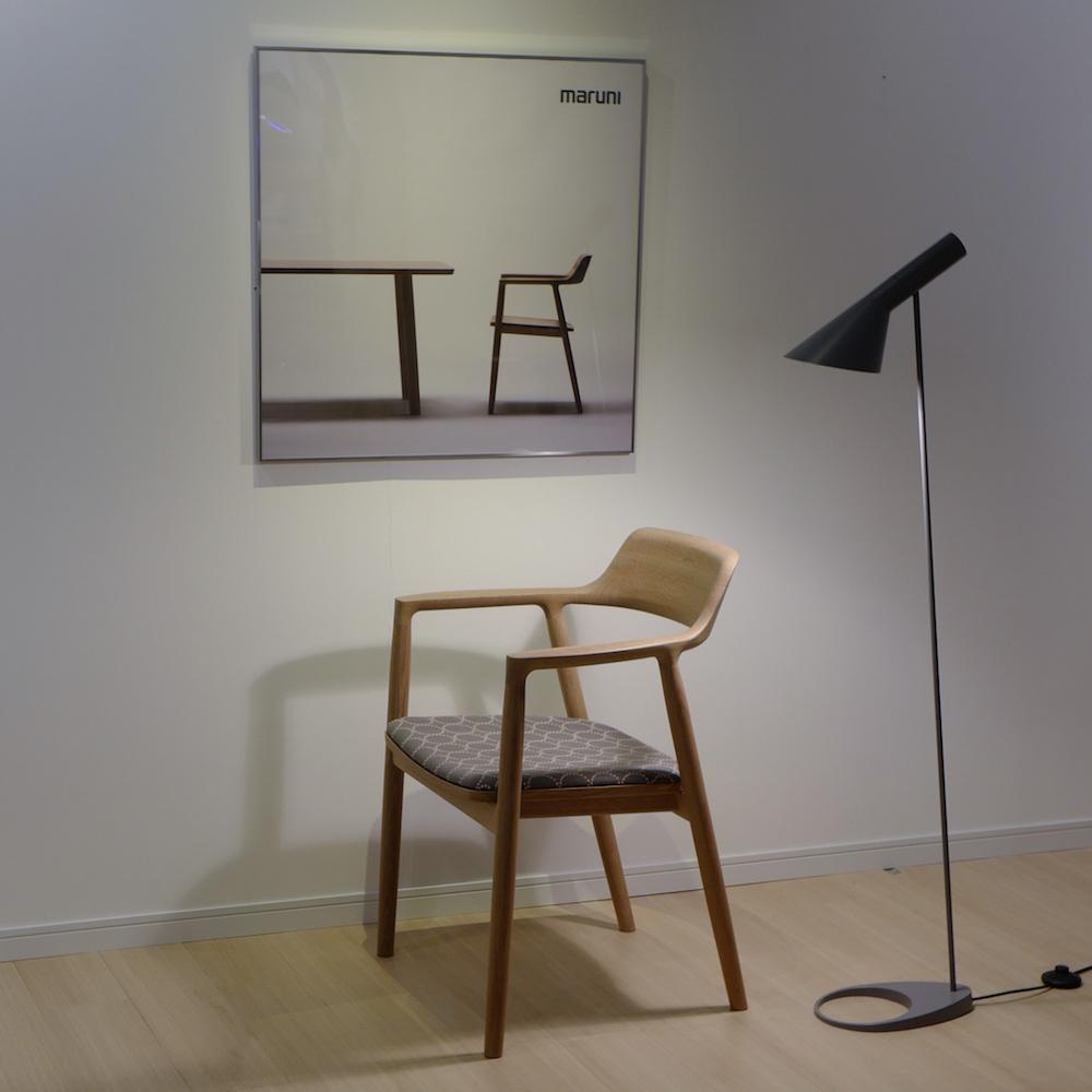 あらゆるシーンで美しさが際立つ日本の名作椅子「ヒロシマ アームチェア」