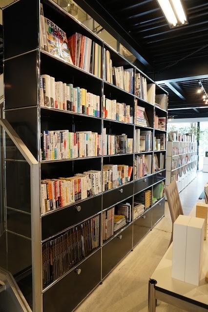 店頭仕様のUSMハラーユニット 大容量の本棚